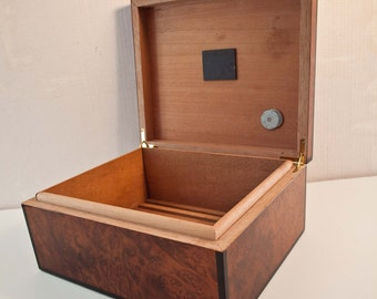 Beautiful Vintage Cigar Box / All Wood