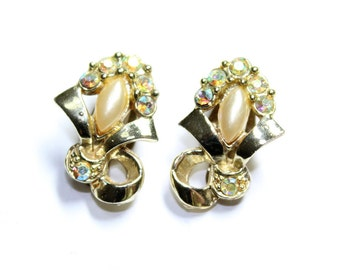 Gold Coloured, Faux Pearl & Sparkly Rhinestone Diamante Bows Clip On Earrings (c1960s)