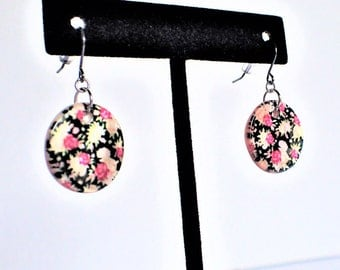 Black Circle Shell Earrings with Pink & White Flowers