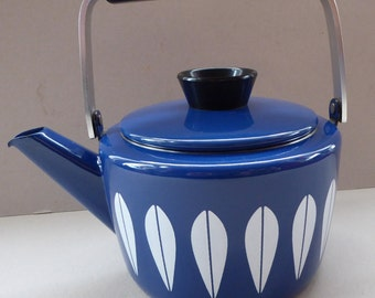 Rare PRISTINE Vintage 1960s NORWEGIAN CATHERINEHOLM Blue Enamel Kettle: Lotus Pattern