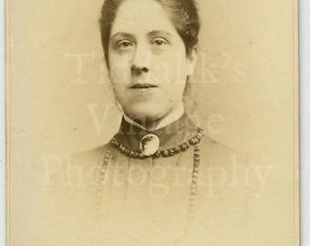 CDV Carte de Visite Photo - Victorian Young Pretty Girl, Hair Up Big Neck Brooch Portrait - A W Cox of Nottingham England - Antique Photo