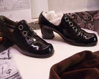 Rare shoe years 60, 9 1/2 B leather varnish black eyelets metal style Mary Quant almost Amadeus Museum collection