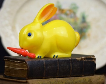 Vintage Knickerbocker Toy Rabbit Pull String Mechanical Moving Ears Easter Bunny Hard Plastic Collectible Animal Figurine USA  (B231)