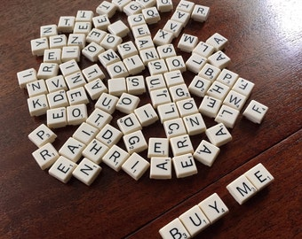 Lot of 100 plastic small travel Scrabble game pieces letters