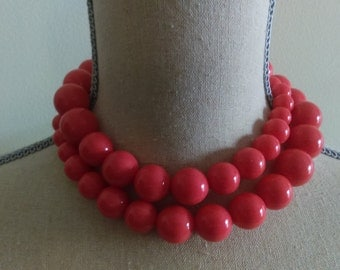 Vintage Coral Bead Necklace.