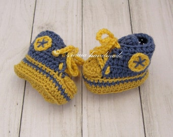 Baby converse shoes - crochet baby shoes for Newborn to 12 Months, Merino wool, Great as an baby shower gift!