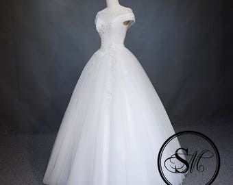 Modern Off Shoulders Crystals Embroidery Lace Tulle Skirt Lace Up Cap Sleeves White Ivory Wedding Bridal Dress Gown