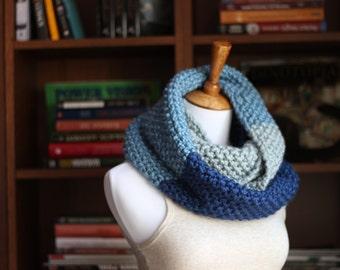 Chunky Blue Wool Knit Infinity Scarf // Blue Ombre Knitted Scarf // Blue Color Block Knit Infinity Scarf