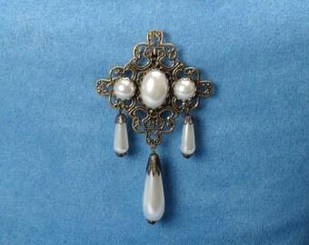 Lady Beatrice brooch pin pearl antique bronze pin teardrop pearl brooch pin pearl Renaissance brooch pin Victorian brooch pin(1150pnd)