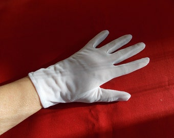 White 100% Nylon Pair of Gloves in Wrist Length