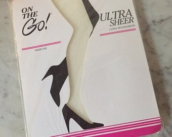 Vintage ivory stockings. 1980s hose. Bintage panty hose. White hose. 1990s ivory pantyhose. White pantyhose.