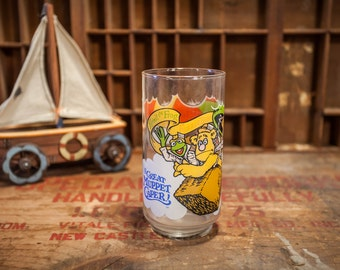 """Vintage 1981 The Muppets, Jim Henson """"The Great Muppet Caper!"""" Drinking Glass, McDonalds Glassware Kermit the Frog Fozzie Bear Gonzo"""