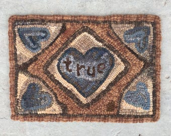 True Hearts. Hooked rug PATTERN on LINEN from Winter Cottage.