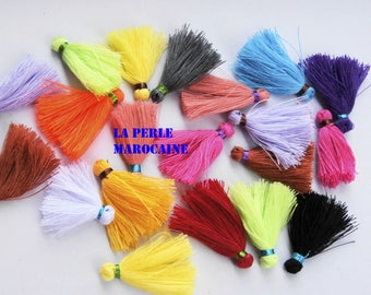 SET of 20 tassel color varies with metallic thread 3cm acryl tassel clip