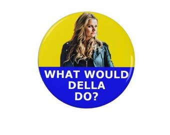 Raised by Wolves - What would Della do?  - Badge - Magnet - Fridge Magnet - Quotes -  TV - Comedy - Caitlin Moran