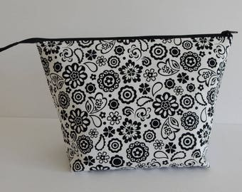 Knitting Project Bag / Crochet Project Bag / Zippered Bag / Makeup Bag
