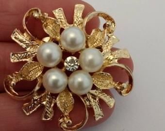 Pretty Pearl Brooch......UK