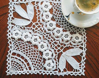 SQUARE  unique Crochet doily coaster with roses - beauty handmade gift home decor table mat couche pañal Windel