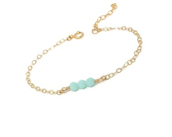 Mint Green Bracelet - Gold dainty bracelet - Simple minimal jewelry - Beaded bracelet