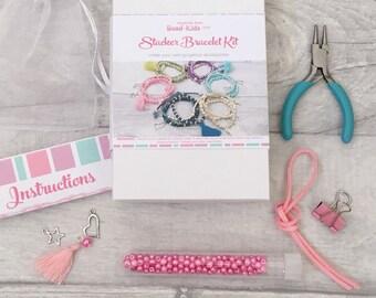 Le Kit DIY Friendship Bracelet, empileur Bracelet Kit, Kit de métier, Kit de perles argentées, perles pour enfants, Bracelet, perle-Kids à pompon