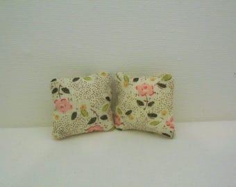 doll house cushions, miniature cushions, miniature accessories, doll house accessories