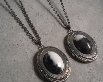 V Locket - Victorian Style Locket