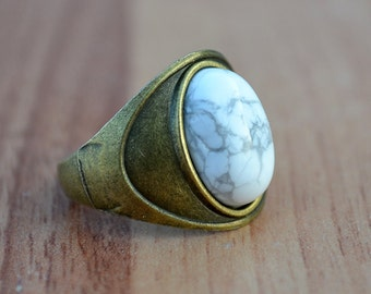 Howlite ring, Howlite antique bronze tone ring, Howlite cabochon ring, White howlite ring, Howlite bronze ring, Howlite ring size 8.