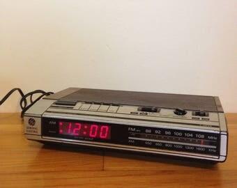 General Electric Electronic Digital Alarm Clock Radio