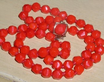 Festive Vintage Holly Red Hand-Knotted Facted Glass Bead Necklace with Ornate Clasp