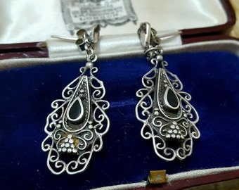 Vintage 925 sterling silver earrings, lovely chandelier style with inset onyx