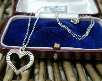 Vintage sterling silver necklace/choker with 3d handcrafted heart pendant