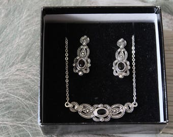 Vintage Marquise jewellery set, earrings and necklace.  Vintage.