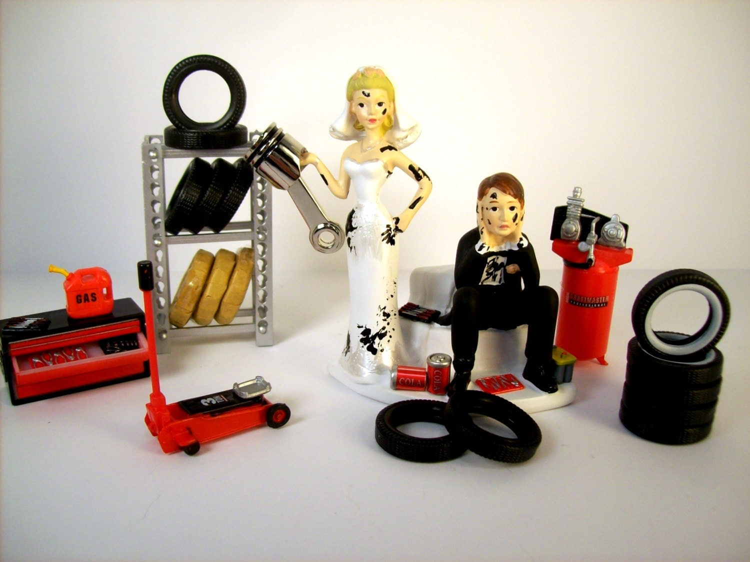 Got the PISTON Greasy Couple Funny Wedding Cake Topper