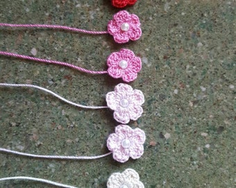 Small minituare crocheted flowers with pearl
