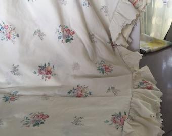 Vintage percale king size ruffled flat sheet ! Free shipping!