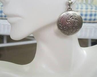 Southwestern engraved silver disc dangle earrings