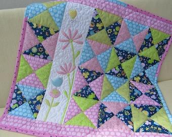 Baby quilt / patchwork quilt / baby blanket