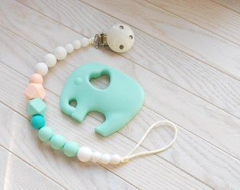 Silicone pacifier Holder, Binky Clip, Baby Girl, Baby Accessories, Gift for Baby, Silicone Clip, Teething Toy