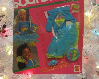 Vintage Barbie Flower Surprise Fashions 1990--New in Box