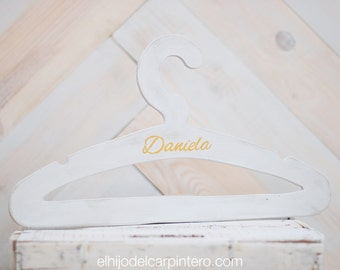 Hangers to customize with name, date or initial.