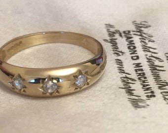 9ct gold ring with cubic zirconia - fully hallmarked