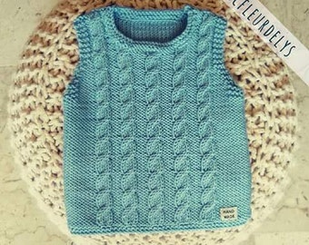 Knitted baby vest birth gift to braids, light blue with buttons in mother-of-Pearl, size 0-6 months