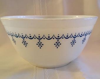 Vintage Pyrex 1.5 Quart Mixing Bowl Snowflake / Pyrex 402 Mixing Bowl