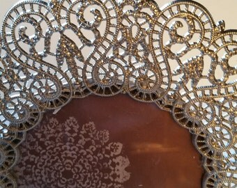 Filigree silver tone round frame, with glass
