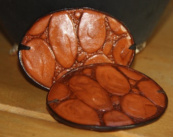 Hairpin leather, carved