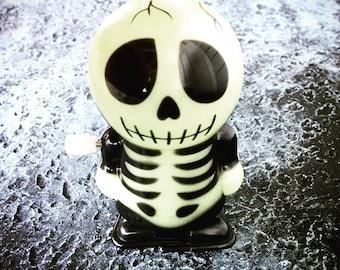 Halloween Skeleton Hlow in the Dark wind up toy