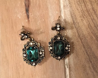 Ships Immediately Emerald Green Color Vintage Style Post Earrings