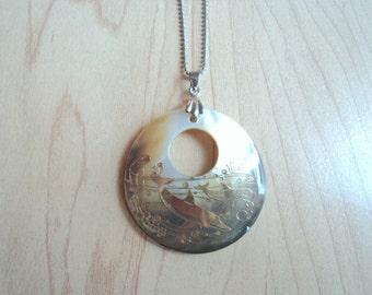 Vintage pendant in mother of Pearl. Dolphin motif.