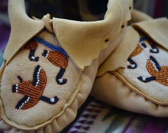 Native American Moccasins, hand beaded/ sewn, leather moccasins, deer hide slippers, soft sole Mocs,