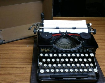 1930 Royal Model P portable typewriter with unique key layout - great condition!